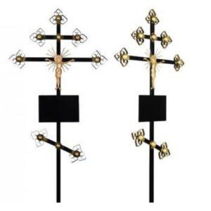 Крест на могиле.