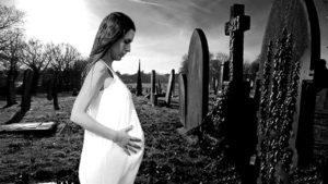 Можно ли беременным ходить на кладбище.